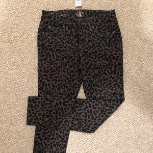 Animal Print modern skinny pants